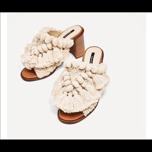 ISO/LOOKIN FOR THESE ZARA POM POM MULES SIZE 38/39